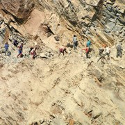 Nepal - road workers - trek to Beni 01