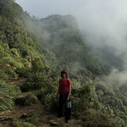 Sri Lanka - Horton Plains - Paula at Big World's End